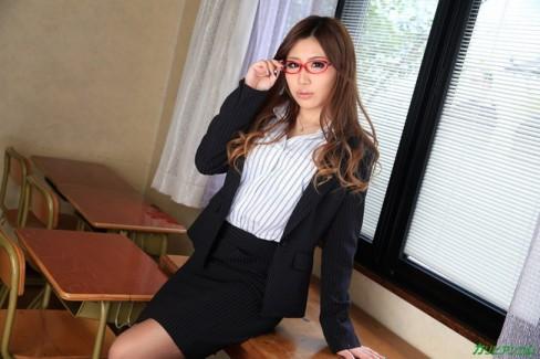 【おっぱい】女教師が本当にエロい。そんな女教師のおっぱい画像はさらにエロい!【30枚】