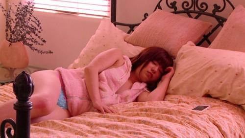 【おっぱい】寝顔が可愛い!そんな子にはイタズラしたい!寝ている女の子のおっぱい画像がエロすぎる!【30枚】