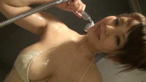 【おっぱい】シャワーを浴びてしっとりとエロくなった女性のおっぱい画像がエロすぎる!【30枚】