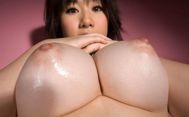 【おっぱい】美しい弧を描いている下乳が神々しい!【30枚】