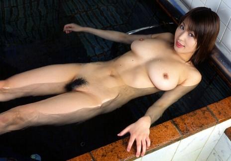 【おっぱい】お風呂の中でおっぱいふよんふよん浮かしてるようなおっぱいエロ画像!
