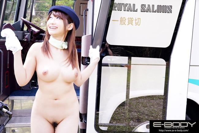 【おっぱい】可愛いバスガイドの女の子のエロすぎるおっぱい画像!【30枚】