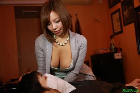 【おっぱい】美容院でこんなことまでされちゃう?!可愛い美容師さんのおっぱい画像がエロすぎる!【30枚】