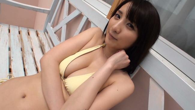 【おっぱい】グラビアアイドル尾崎ナナちゃんのおっぱい画像がエロすぎる!【30枚】
