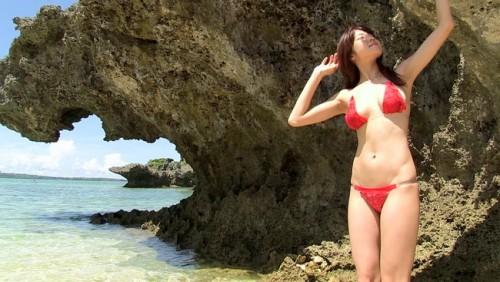 【おっぱい】ナイスバディのグラビアアイドル、中村静香ちゃんのおっぱい画像がエロすぎる!【30枚】