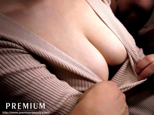 【おっぱい】服を着たままでも大きなおっぱいを主張してくるエロすぎる女の子の画像【30枚】