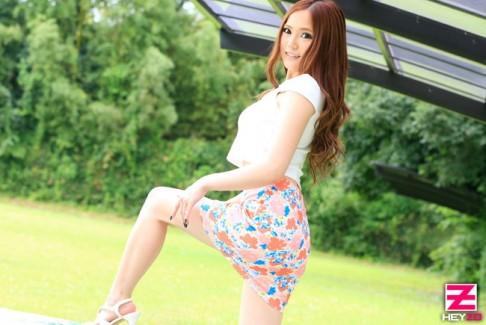 【おっぱい】タイトなミニスカートを履いているエロすぎる女の子のおっぱい画像【30枚】