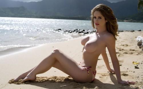 【おっぱい】ビーチで露出やセックスしちゃってるお姉さんたちww【30枚】