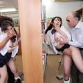 【おっぱい】図書館の中でやってはいけないエッチなことをしている女の子のおっぱい画像がエロすぎる!【30枚】
