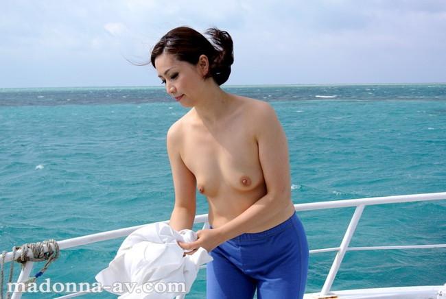 【おっぱい】漁師の男と一緒になった漁師の奥さんである女性のおっぱい画像がエロすぎる!【30枚】