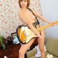 【おっぱい】おっぱいとギターのコラボがロックでエロすぎる!