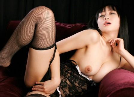 【おっぱい】露出が多い上に網タイツを履いて誘っている女の子のおっぱい画像がエロすぎる!【30枚】