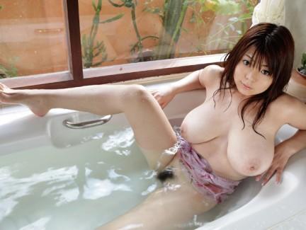 【おっぱい】Kカップの爆乳にそそられるAV女優恵けいのエロ画像!【30枚】