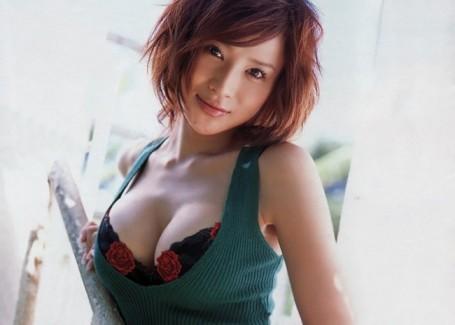 【おっぱい】スレンダーボディが魅力的なグラビアアイドル、手島優の微エロ画像!【30枚】