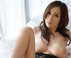 巨乳でデカ乳輪のAV女優JULIAnエロ画像集