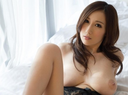 【おっぱい】ピンク色のデカ乳輪がセクシーなAV女優JULIAのエロ画像!【30枚】