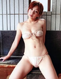 【おっぱい】Hカップの柔らかそうな巨乳の持ち主・田代さやかちゃんのおっぱい画像がエロすぎる!【30枚】