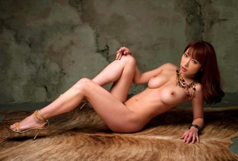 【おっぱい】裸の状態でヒールを履いてエッチな格好になっている女の子のおっぱい画像がエロすぎる!【30枚】