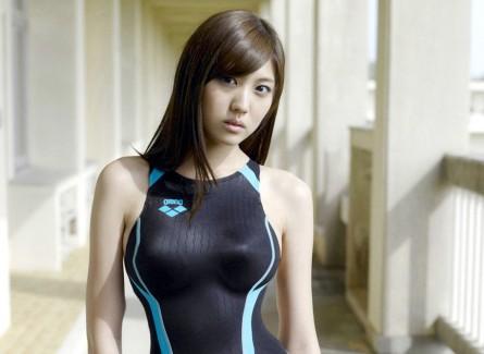 【おっぱい】競泳水着の上からでも分かっちゃうおっぱいが魅力的なお姉さんのエロ画像【30枚】