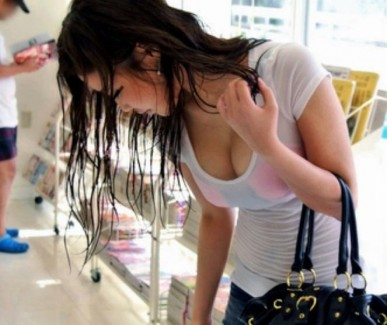 【おっぱい】お外で見かけた素人の爆乳おっぱいがエロすぎる【30枚】
