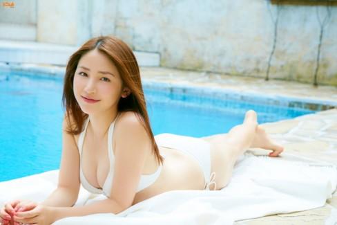 【おっぱい】わがままボディとEカップ巨乳を見せつけてくれている、吉川友ちゃんのおっぱい画像がエロすぎる!【30枚】