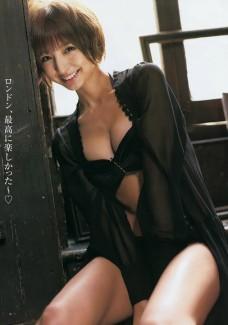 【おっぱい】どんどんと過激になる篠田麻里子のおっぱいがエロすぎる【30枚】