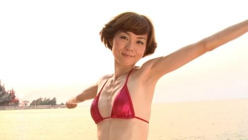 【おっぱい】女優・上野樹里の姉で、シンガー・ソングライター、タレントとして活躍をしている上野まなちゃんの画像がエロすぎる!【30枚】