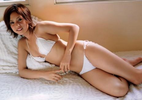【おっぱい】期待以上の可愛さとセクシーさで圧倒する小悪魔的美少女グラビアモデル・折山みゆちゃんのおっぱい画像がエロすぎる!【30枚】