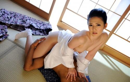 【おっぱい】日本に生まれてよかったと心から思う着物からチラリと見えるおっぱいがエロすぎる【30枚】