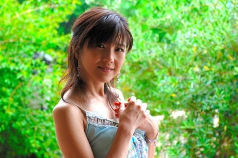 【おっぱい】チャームポイントは美脚と笑顔!トップレースクイーンとして活躍してきた杉村陽子さんのおっぱい画像がエロすぎる!【30枚】