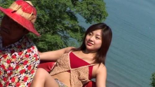 【おっぱい】TV番組にグラビアに写真集などで大人気!とろける笑顔のお姫様、鈴木あきえちゃんのおっぱい画像がエロすぎる!【30枚】