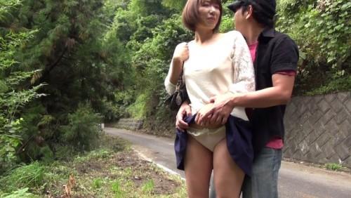 【おっぱい】野外で人に見られながらの過激SEX!丸見えの場所で素っ裸になってひと目も気にせず腰を振りまくる人妻さんたちのおっぱい画像がエロすぎる!【30枚】