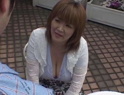 【おっぱい】その豊乳と大人の色気で男を魅了する!124cm&Nカップの超爆乳を持つAV女優・城エレンさんのおっぱい画像がエロすぎる!【30枚】