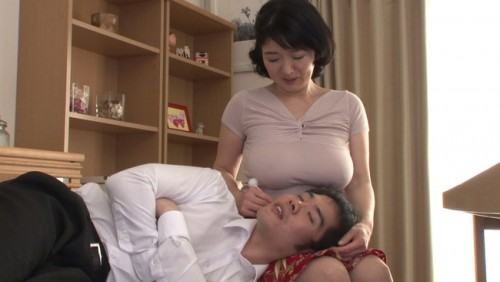 【おっぱい】乳離れできない愛する息子に豊か過ぎる乳房を揉まれまくってしまう母親のおっぱい画像がエロすぎる!【30枚】