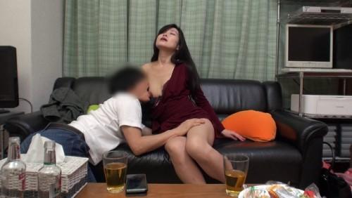 【おっぱい】イケメンが自宅に連れ込みナンパ!欲求不満で性欲旺盛な人妻さんのおっぱい画像がエロすぎる!【30枚】
