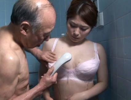 【おっぱい】義父を介護していくうちにセックスまでしてしまい禁断介護を始めてしまう巨乳嫁のおっぱい画像がエロすぎる!【30枚】