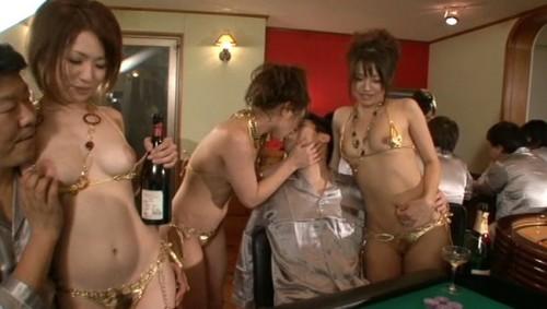 【おっぱい】年会費100万の会員制全裸スパリゾートで男性たちを虜にしてしまう美女たちのおっぱい画像がエロすぎる!【30枚】