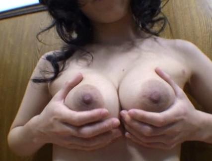 【おっぱい】勃起する熟れた乳首が魅力的で揉んだり舐めたりイタズラしたくなっちゃうような女性たちのおっぱい画像がエロすぎる!【30枚】