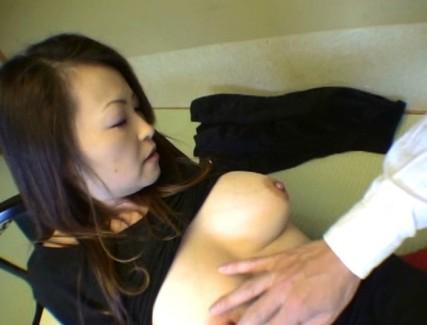 【おっぱい】他の男性と温泉宿へ不倫旅行に出かけて淫乱なところをさらけ出しちゃうド変態な人妻さんたちのおっぱい画像がエロすぎる!【30枚】