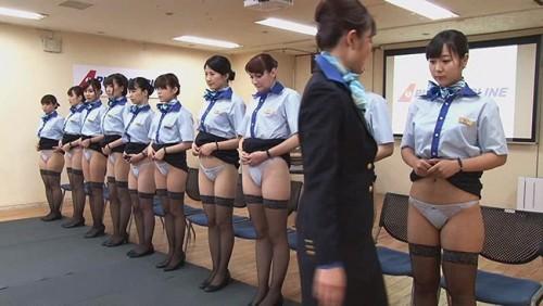 【おっぱい】「制服・下着・全裸」でおもてなし!またがりオマ○コ航空オマ○コサービス研修をこなす新人CAたちのおっぱい画像がエロすぎる!【30枚】