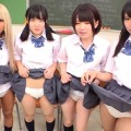 【おっぱい】パンチラを見ていると、恥ずかしがるどころかスカートをめくってパンツを見せてくる女子校生たちのおっぱい画像がエロすぎる!【30枚】