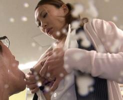 母乳を出す人妻OLの不倫画像集