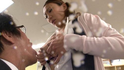【おっぱい】産休明けでおっぱいから溢れんばかりの母乳で男性社員をイカセまくるOLさんのおっぱい画像がエロすぎる!【30枚】