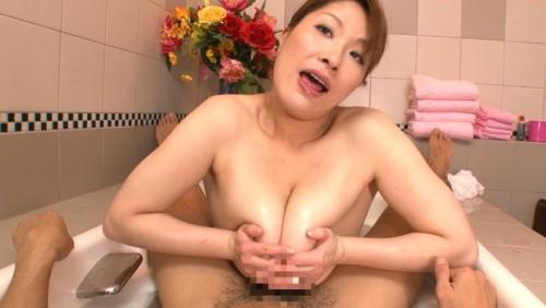 【おっぱい】生活のため息子のため、収入を稼ぐために特殊浴場で働く爆乳三十路母のおっぱい画像がエロすぎる!【30枚】