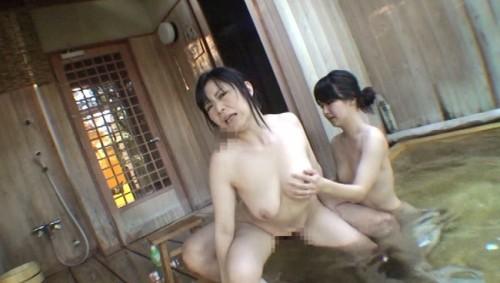 【おっぱい】関西の奥座敷へ一泊温泉不倫旅行に繰り出して不倫セックスを二人で楽しんじゃっている人妻さんたちのおっぱい画像がエロすぎる!【30枚】