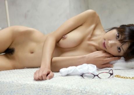 【おっぱい】安定と信頼の全裸ヌードから抜けるおっぱいだけを厳選してみた!【35枚】