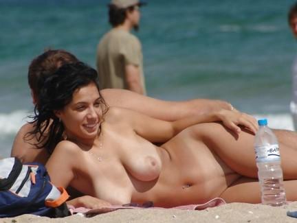 【おっぱい】海外旅行したい理由はヌーディストビーチで合法的に露出したいからwww【37枚】