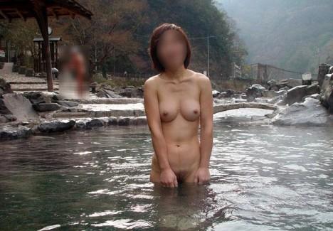 【おっぱい】素人さんが何も気にせずに屋外でヌードを撮れる場所、それが温泉www【30枚】