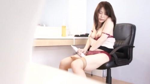 【エロ動画】熟女OLが電マだけ置いてある部屋に入れられたらオナニーするに決まってるwww【素人】