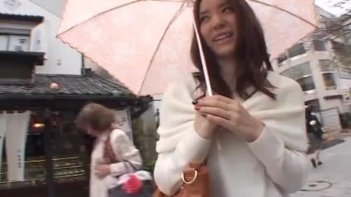 【エロ動画】日傘を差して歩いていた巨乳人妻をナンパゲットしてホテルで即ハメ撮り!【素人】